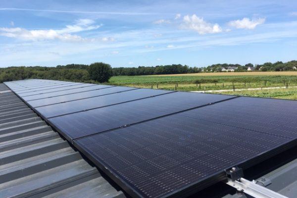 Installation de panneaux solaires photovoltaïques par Circuit Court Energie pour une exploitation agricole à Baden (56)